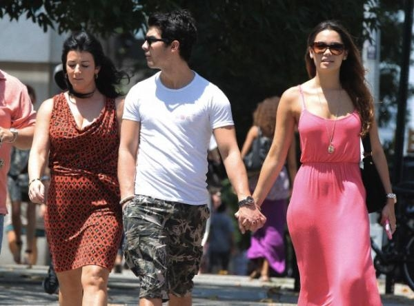 joe jonas dating natashia ho With so many elements at play to raise the stakes -- vienna and kasey are currently dating, there is recent bad blood between gia and vienna, a friendship has developed between jake and gia, and so much more - season 2 is set to bring fireworks, drama, romance and endless possibilities.