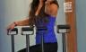 Vanessa Hudgens hace una seña con el dedo a los paparazzi [FOTOS]