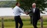 Los apretones de manos antes del inicio de la Cumbre G8 en Irlanda del Norte