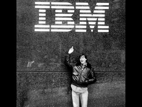 Google+: Steve Jobs mostró el dedo medio a IBM