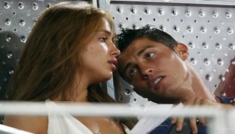 Cristiano Ronaldo y su novia, enfrentados por un sensual posado