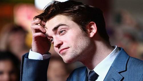 Robert Pattinson está obsesionado con las mayorcitas