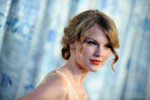Taylor Swift escribe sus canciones a media noche