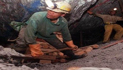 Policía inició labores de rescate de mineros en Huarochirí