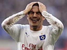 ¡Insólito! Paolo Guerrero se lesionó en un avión