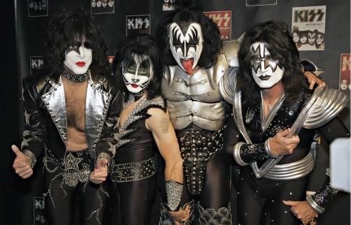 Kiss podría hacer un dueto con Lady Gaga