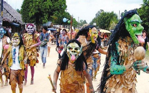 Máscaras, tejidos y más en Festival Yrapakatun en Iquitos