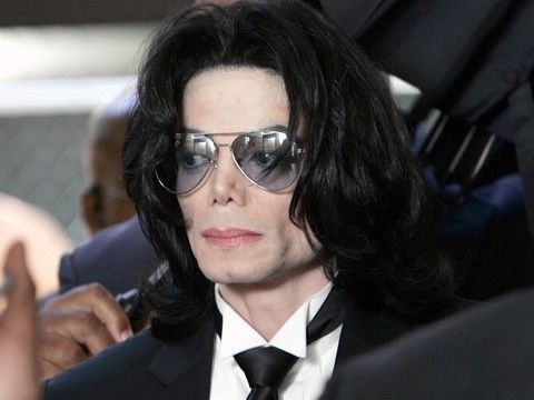 Hijos de Michael Jackson grabaran huellas de su padre en Hollywood