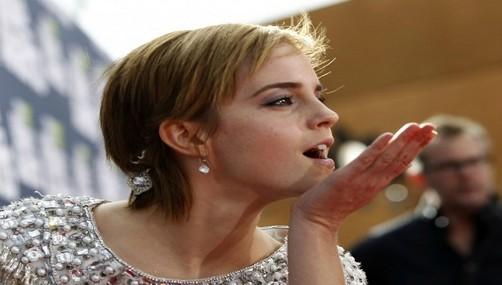 Emma Watson vive romance con coprotagonista, afirma revista