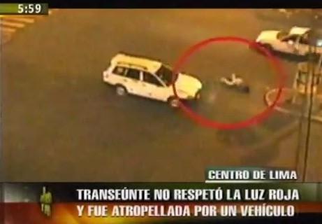Centro de Lima: Vehículo atropella a mujer que no respetó la luz roja