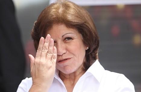 Lourdes Flores pidió privacidad en el crematorio de su padre