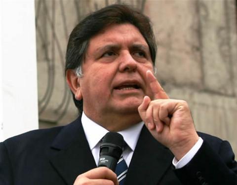 Alan García resalta presencia política de Lourdes Flores en velatorio de su padre