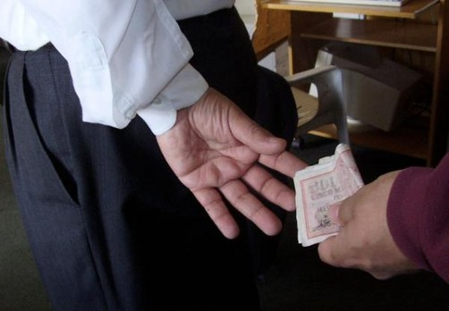 Pucallpa: Profesor cobraba dinero a alumnos para aprobarlos