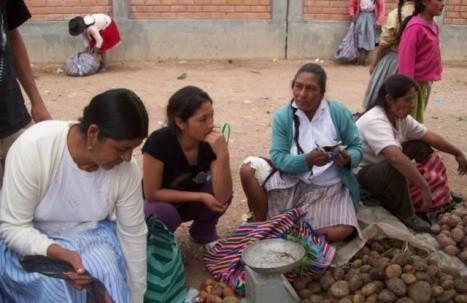 Magaly Solier orgullosa de volver a vender en mercado de Ayacucho