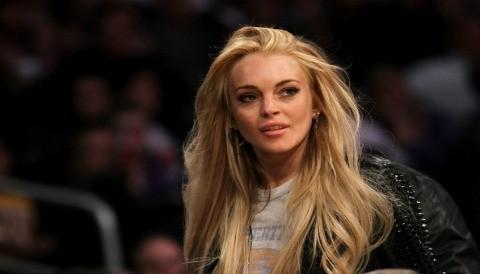 Lindsay Lohan rumores de estafa en un evento de amfAR