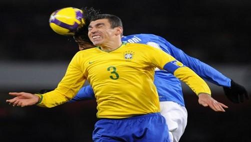 Lucio dio con palo a sus compañeros brasileños