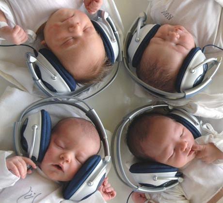 Once niños nacieron en la maternidad de Lima el 11 -11- 11 (video)