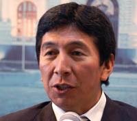 Hildebrando Tapia presentó su libro 'Peruanos en el exterior'