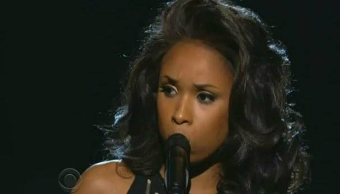 Jennifer Hudson rinde homenaje a Whitney Houston en los Grammy (Video)