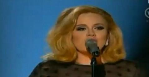 Adele retorna a los escenarios en medio de una gran ovación (Video)