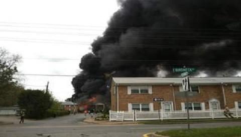 Estados Unidos: Avión de la Armada se estrelló en zona residencial en Virginia