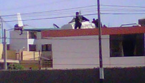 Helicóptero cae sobre vivienda en el Callao