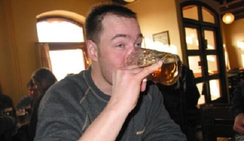 Controvertido estudio afirma que beber cerveza hace más inteligentes a los hombres