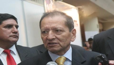 Ministro Merino pide calma a trabajadores y población de La Oroya