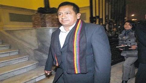 Parlamentario Walter Acha es suspendido de Gana Perú por polémicos videos