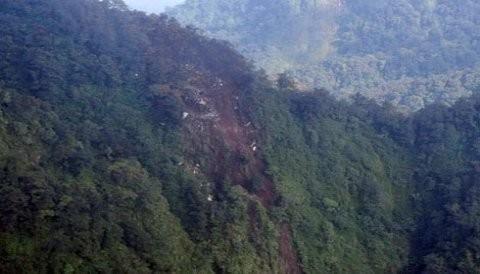 Todos los pasajeros del avión ruso que se estrello en una montaña de Indonesia habrían muerto