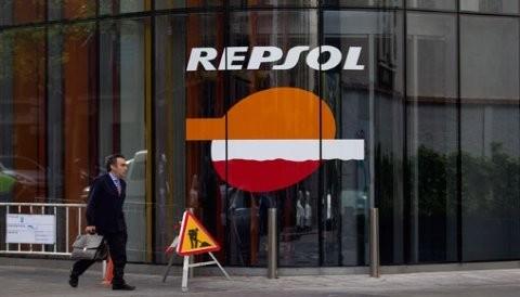 Repsol presenta demanda en respuesta a la adquisición de YPF en Argentina