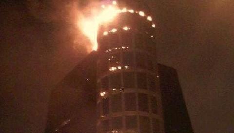San Isidro: se incendia panel publicitario en Torre Wiesse
