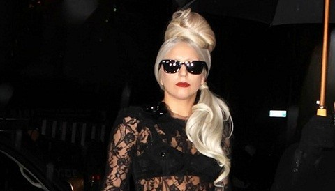 Lady Gaga enoja a los fans tailandeses con el comentario del Rolex falso