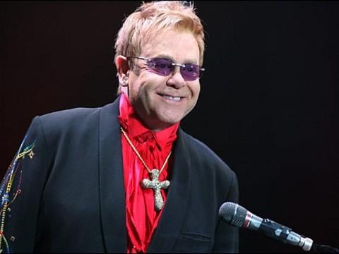 Elton John supera infección respiratoria que lo alejó de los escenarios