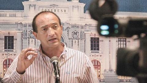 Alianza por el Gran Cambio en contra de orden de chuponeo para congresista  Galarreta