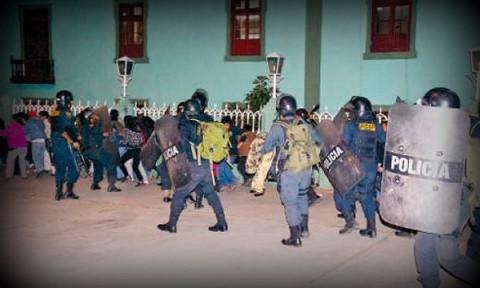 [VIDEO] Policías y manifestantes se enfrentaron en Cajamarca