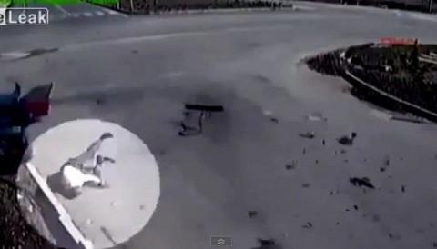 [VIDEO] Hombre sale disparado tras choque automovilístico