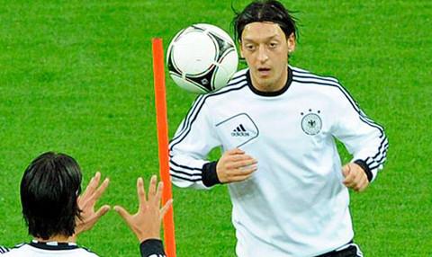 Eurocopa 2012: Mesut Özil afirma que España es la selección favorita para ganar el torneo