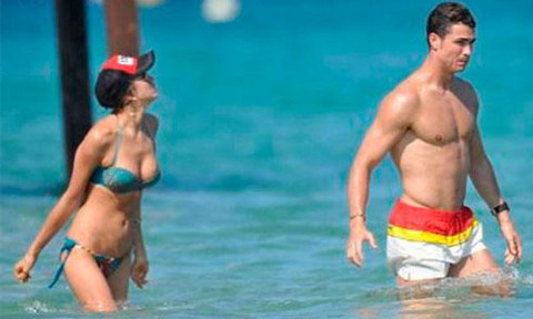 [FOTOS] Cristiano Ronaldo y su novia Irina Shayk se divierten en las playas de Francia