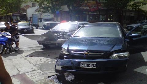 Argentina: Accidente automovilístico causa alarma en Mar del Plata