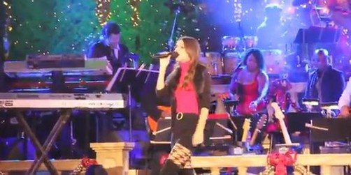 Victoria Justice cantó en el 'The Grove's Tree Lighting' (video)