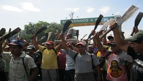 Chiclayo: Empleados azucareros bloquean nuevamente la vía hacia Pucalá
