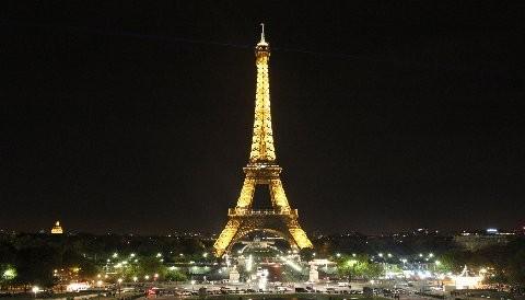 La Torre Eiffel se vuelve verde