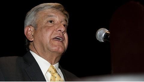 El PRI por supuesta compra de votos: López Obrador muestra documentos falsos