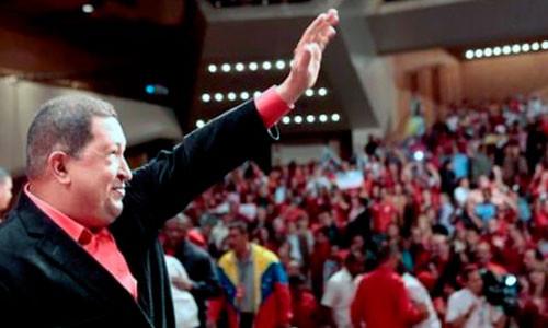 [IMÁGENES] Lanzan afiches de Hugo Chávez jugando básquet y boxeando
