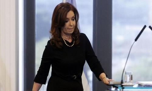 Argentina: Cristina Fernández sufre desmayo repentino y suspende actividades