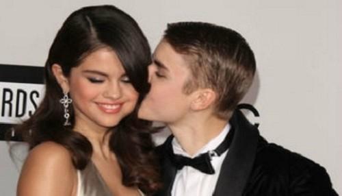 Selena Gomez dio con palo a Miley Cyrus por atacar a Justin Bieber