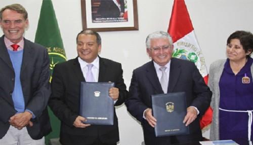 Ministro Milton von Hesse firma convenio de cooperación interinstitucional con minera Southern Perú