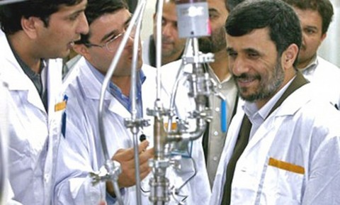 Irán abre tres plantas nucleares en medio de crítica internacional