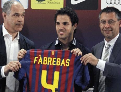 Barcelona: Se agotaron las camisetas con el 4 de Cesc Fábregas